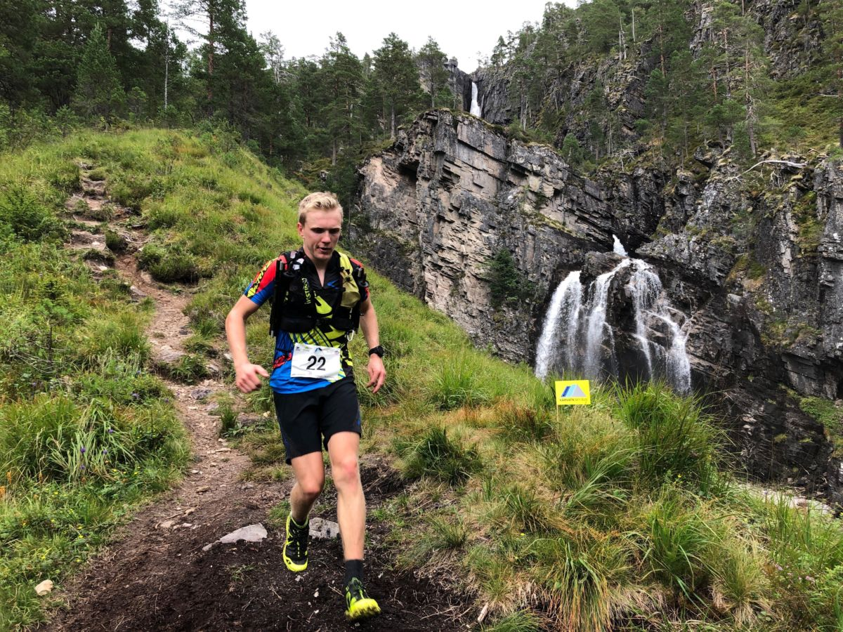 Hans Inge Klette vart suverent best på 43 km - her passerer han Nauståfossen på veg mot mål.  Foto: Gudmund Kårvatn