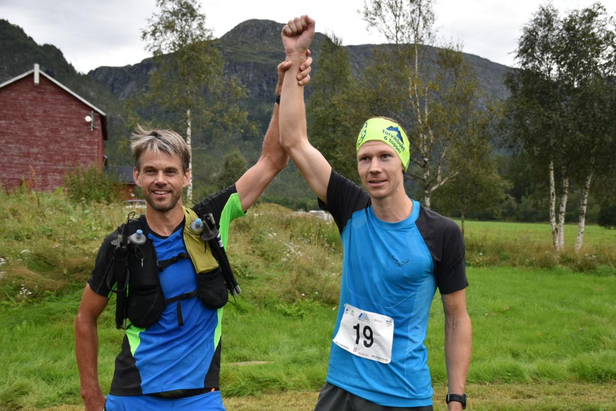 Robert Sørlie og Jørgen Kvalsvik etter målgangen på Kårvatn som dei to beste på 29 km.  Foto Driva/Jon Olav Ørsal