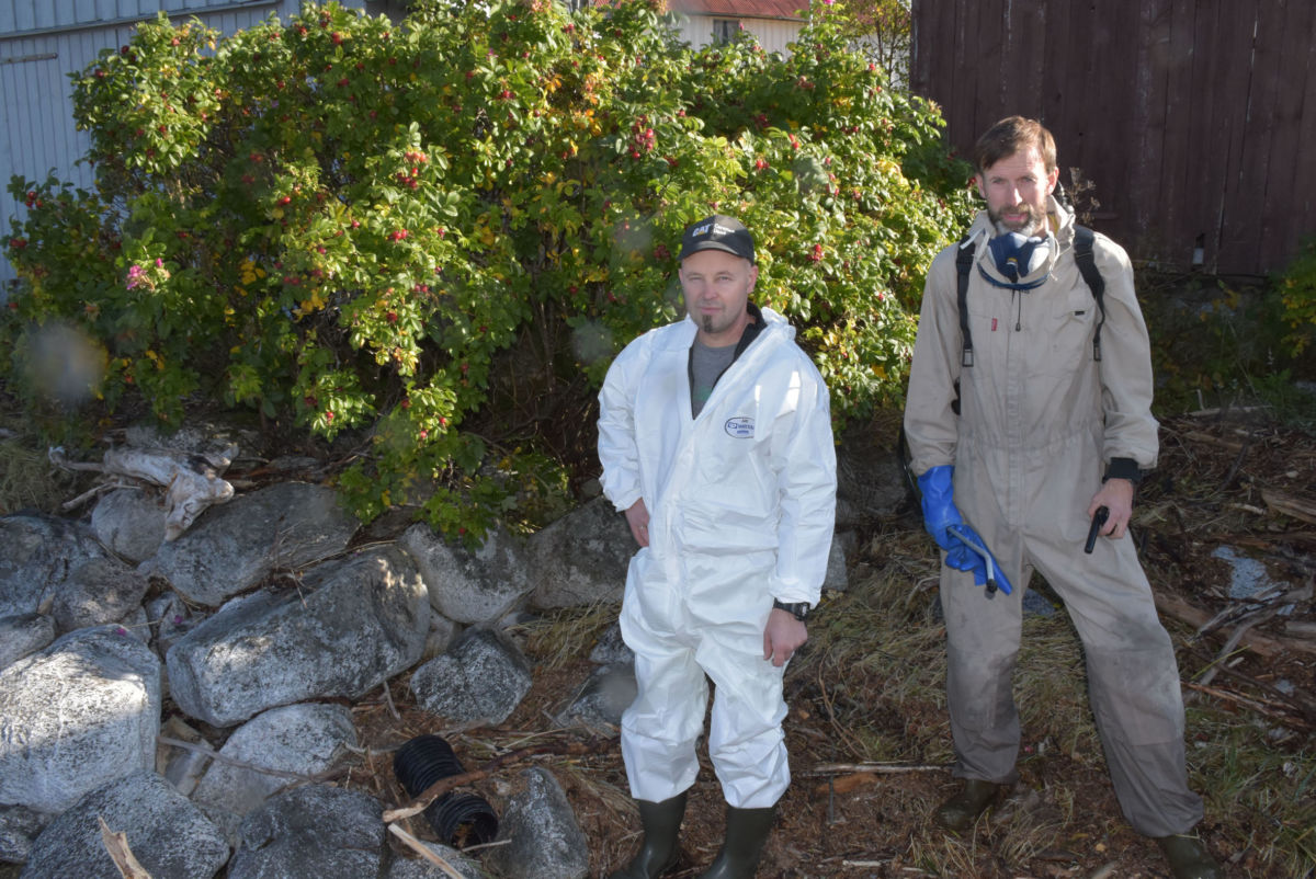 Ole Magne Bjørnhjell og Alf Jonny Sande frå Bygdeservice hadde oppdrag frå Fylkesmannen i Møre og Romsdal.  Foto: Jon Olav Ørsal
