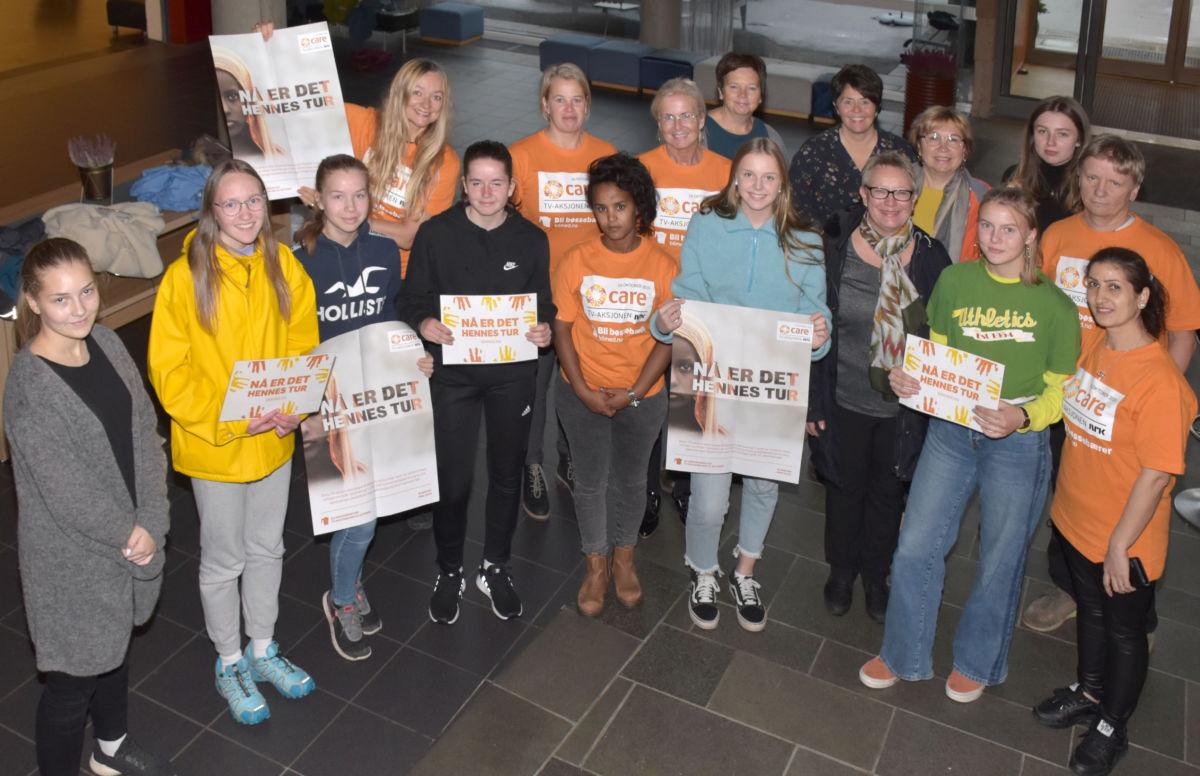 Klare for ny innsamlingsaksjon - samla i kulturhuset for briefing og framstøt mot pressa.  Foto: Jon Olav Ørsal