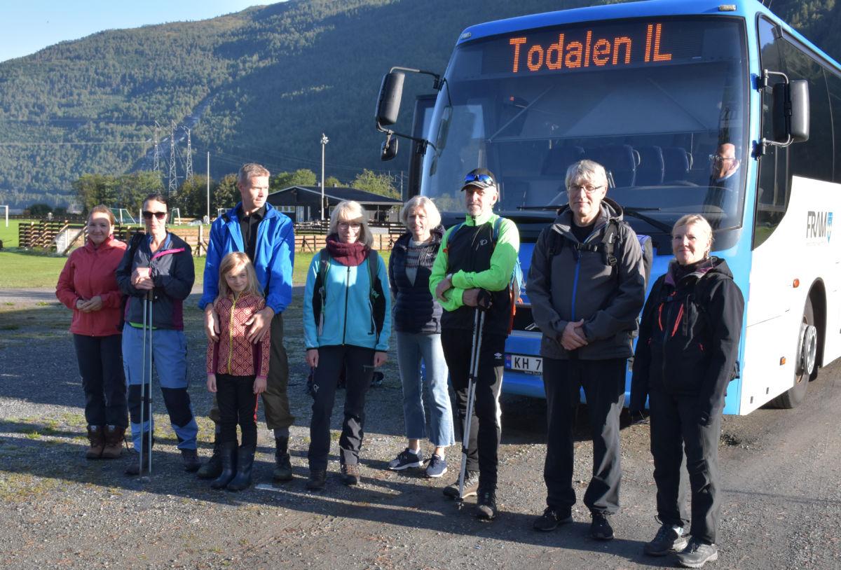 Klar til avgang med bussen frå Todalen til Ålvundeid og startpunktet ved leikvoll stadion.  Foto: Jon Olav Ørsal