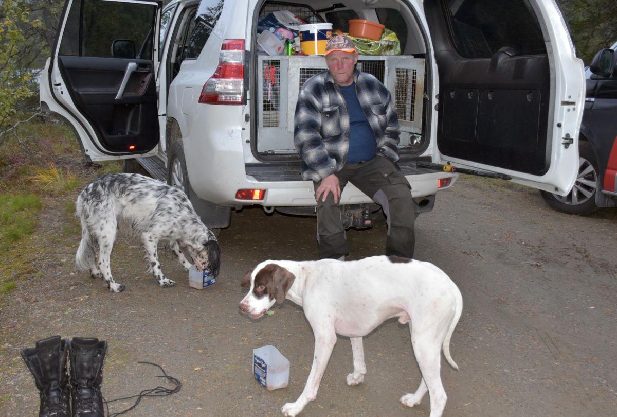Odd Arne Vikavoll følger spent med på kva som skjer med den dødelege hundesjukdomen som har fått mykje fokus den siste tida.  Foto: Jon OLav Ørsal