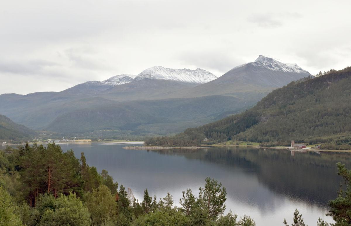 Den første snøen er komen i Snøfjellet, Skjerdingfjellet og Grinaren.  Foto: Jon Olav Ørsal