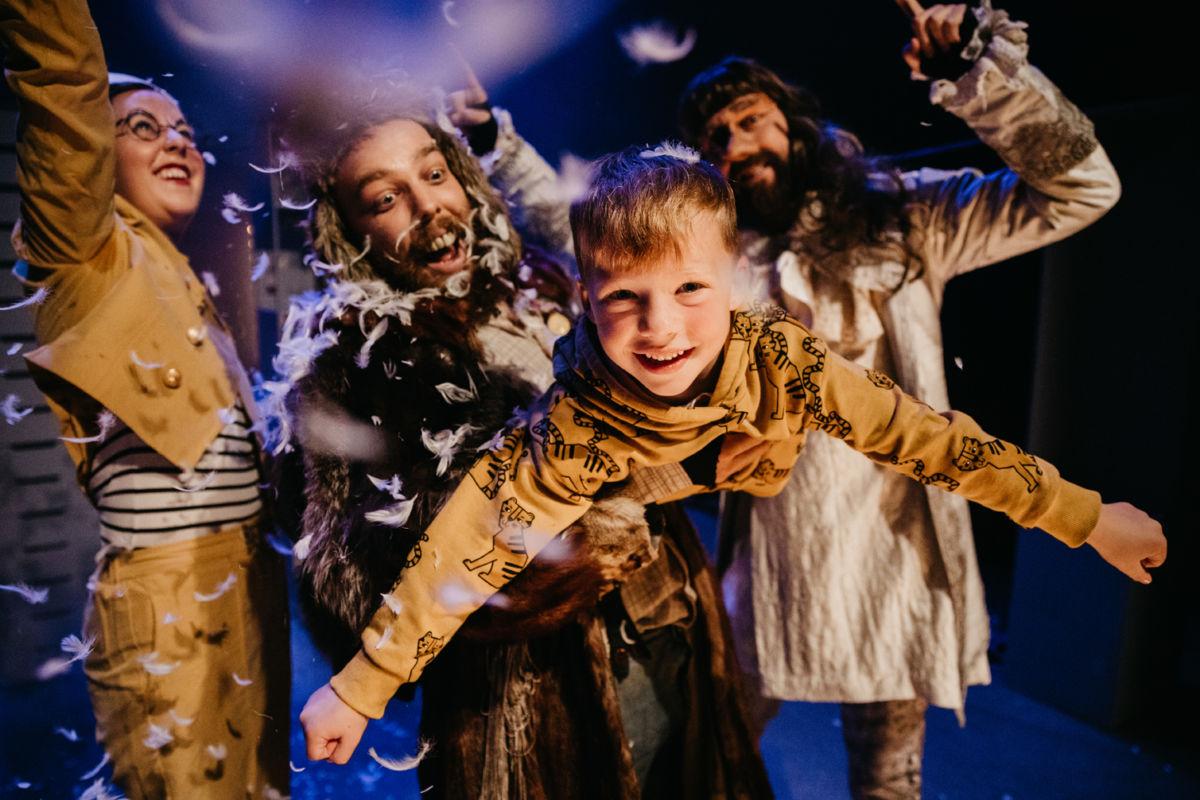 Fredag  førstkomande:  «Magi-  og  fantasioperatørene»  på  Surnadal  kulturhus