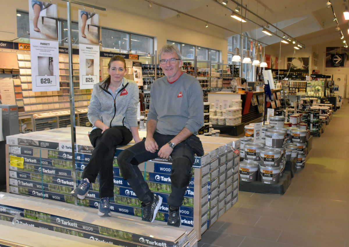Marit Gjeldnes og Jan Gunnar Holden er klare for kundekveld onsdag kveld. Foto: Jon Olav Ørsal
