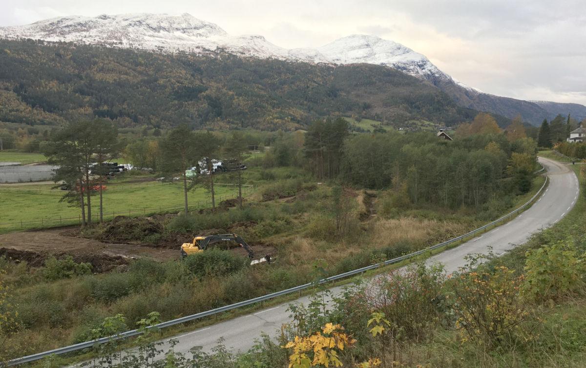 Her blir det nye krysset og jordbruksvegen til Todalen Mjølk i Pestua.  Foto: Jon Olav Ørsal