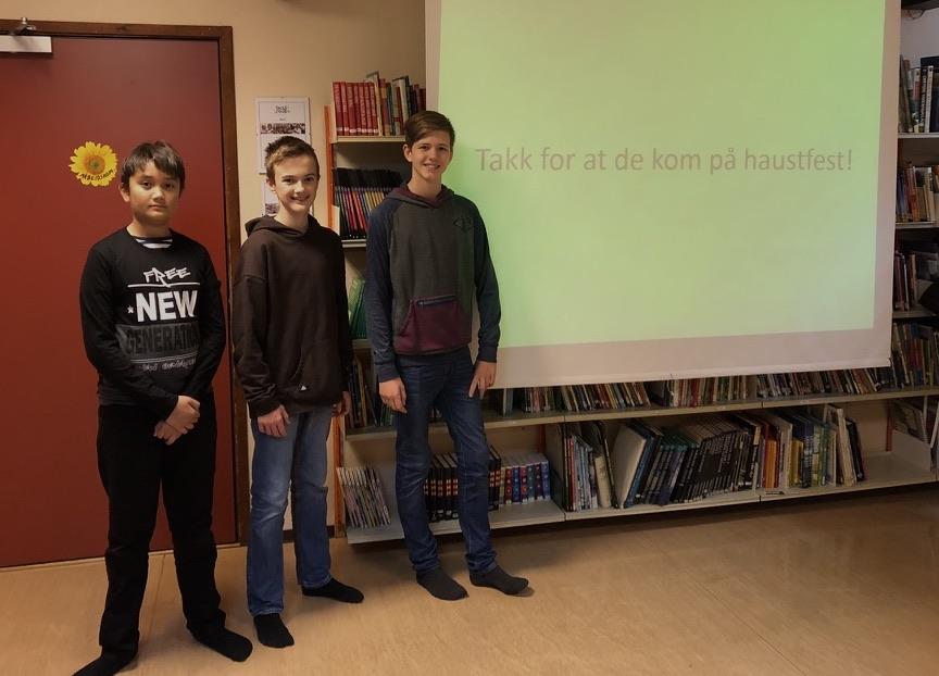 Van Adrian, Johan og Ingebrigt viste fram ein årskavalkade. Klubben har vore aktiv på mange områder i siste året. Både inne og ute.