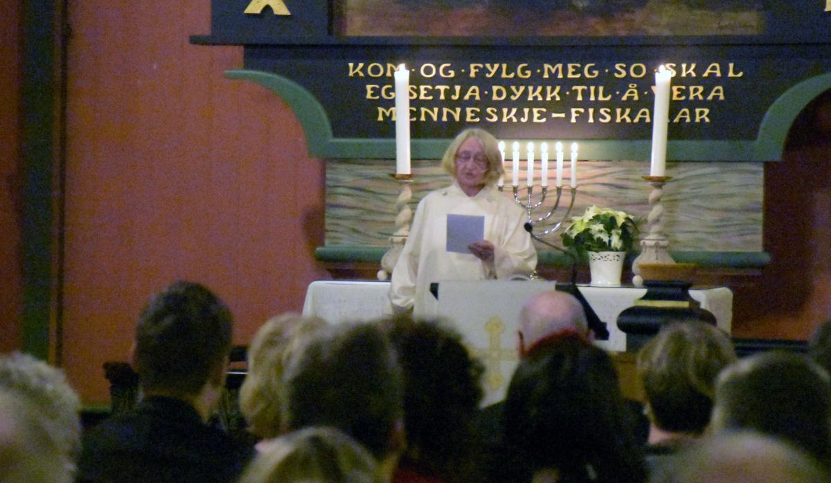 Det var Einy Rendal Elgsæther som var litturg under gudstenesta på julaftan.  Foto: Jon Olav Ørsal