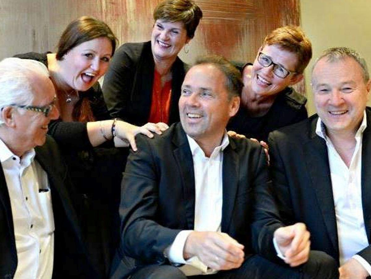 Med i Pønsj er Randi Sandstad (bak frå venstre), Christine Reitan, Ann Aase Kvalvaag, Jan Øivind Jensen (framme frå venstre), Olav Godø og Eilif Odde. (Foto: Privat)