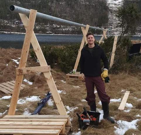 Initiativtakar for Todalspålen er Erling Talgø - No er pålen klar for reising, og Erling innrømmer at han er spent!  Foto: Maria H. Halle.