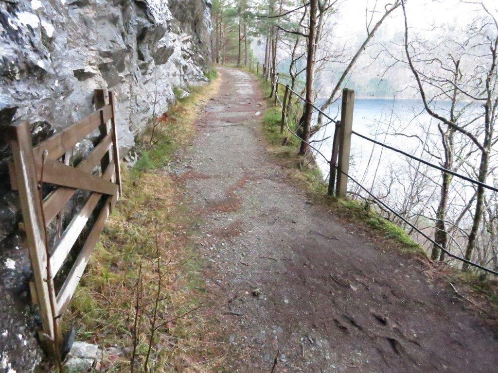 Det er fint å ta turen etter gammelvegen på Svinvikrunden.  Arkivfoto: Jon Olav Ørsal