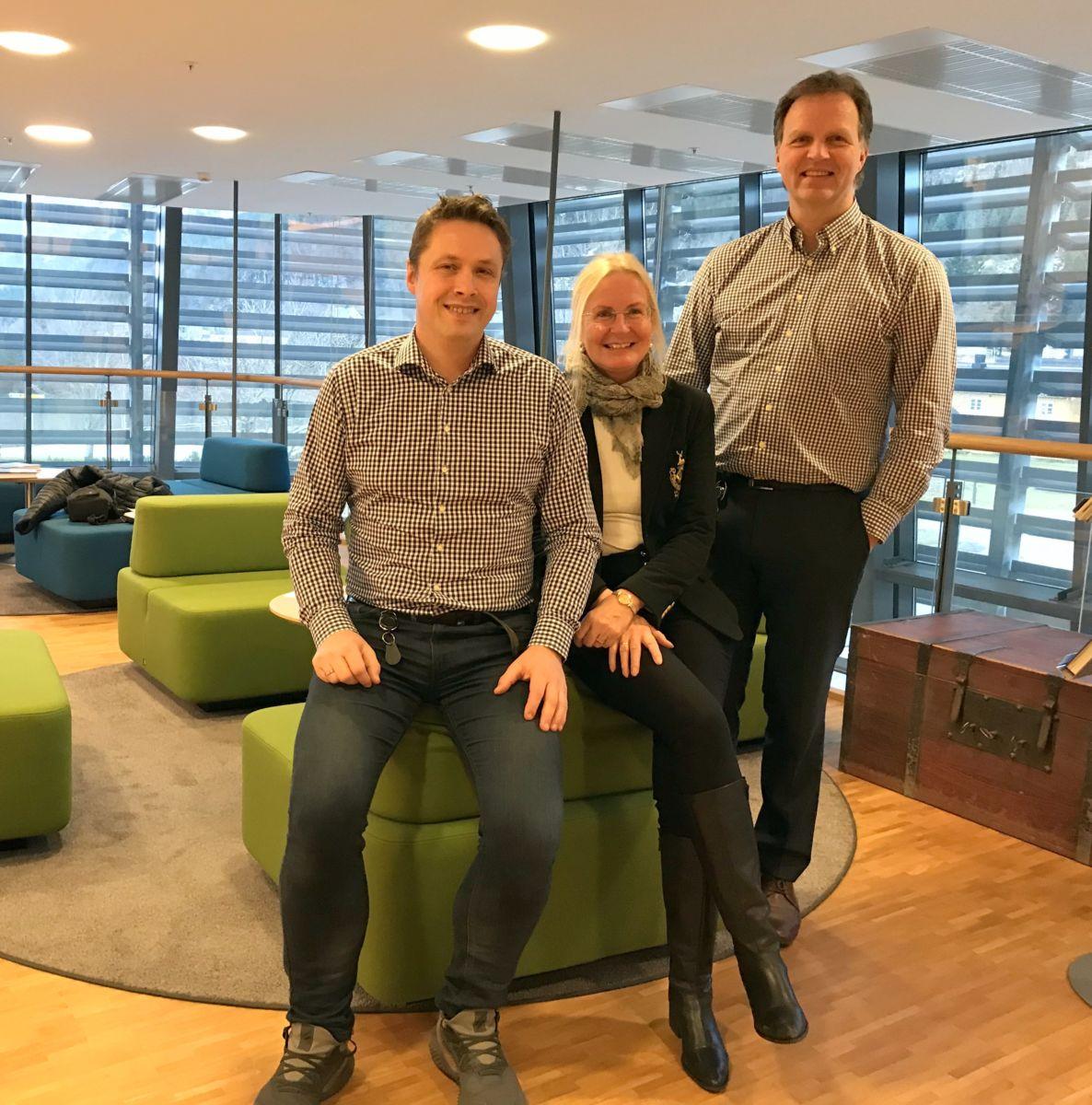 Desse tre står i spissen for årets næringslivsdag. Frå venstre: Ole Magnus Løwe, ledar for bedriftsmarked, markedssjef Liv Dalsegg og banksjef Allan Troelsen. Foto: Dordi J H