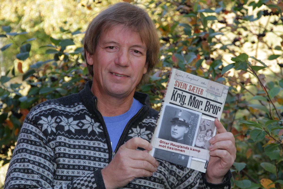 Svein Sæter har kåsert Sør-Norge rundt om den nye boka si. Tysdag 21. januar er det Surnadal sjukeheim sin tur, i regi av pensjonistlaget. Bilde: Privat