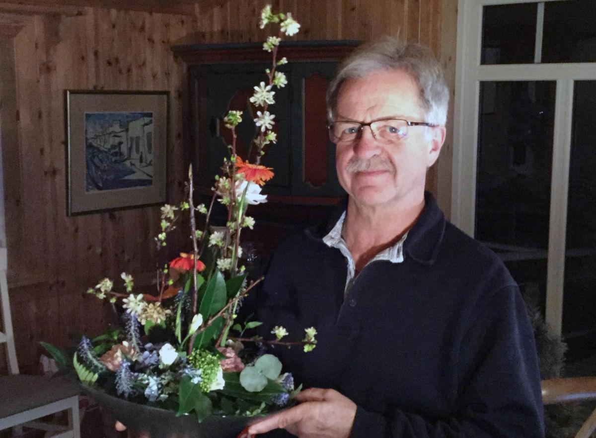 Det vanka både blomster og gåver denne dagen.  Foto: Jon Olav Ørsal