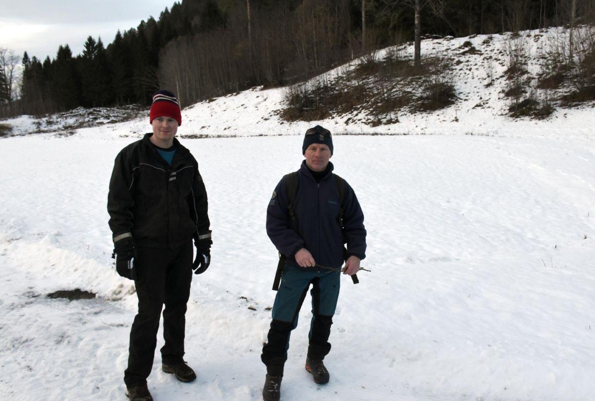 Ola Kvendset og Lars Olav Lund ute på gaupesporing.  Foto: Jon Olav Ørsal