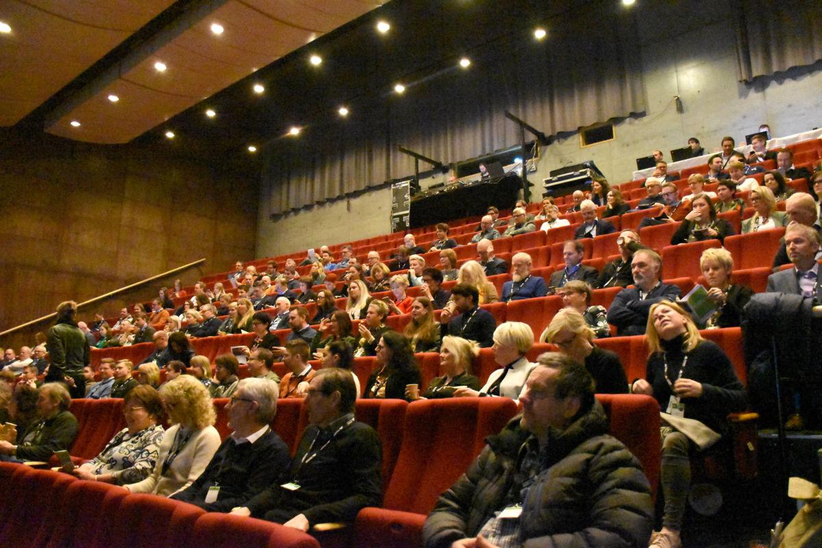 Godt over 200 deltok på årets næringslivsdag i regi av Surnadal Sparebank.  Foto: Jon Olav Ørsal