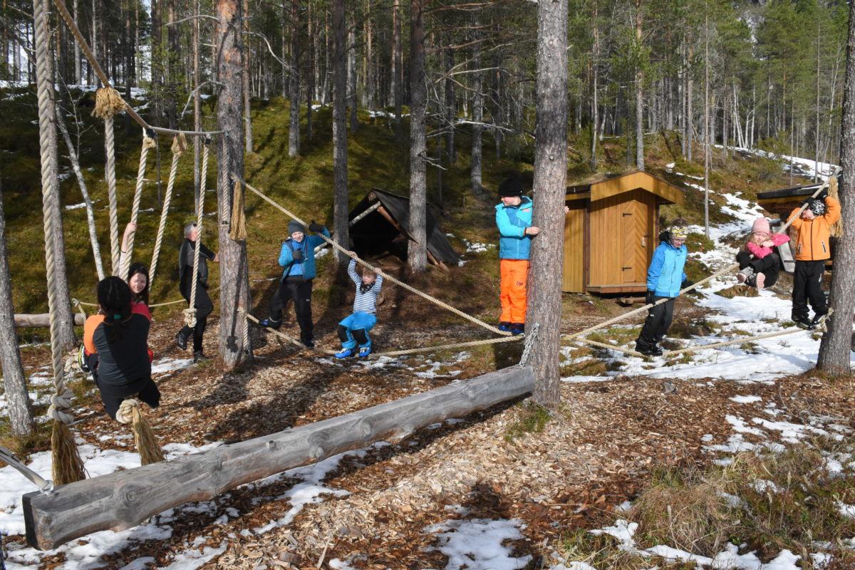 Det vart så som så med skiføret, men i klatrparken gikk det an å bruke opp litt energi.  Foto: Jon Olav Ørsal