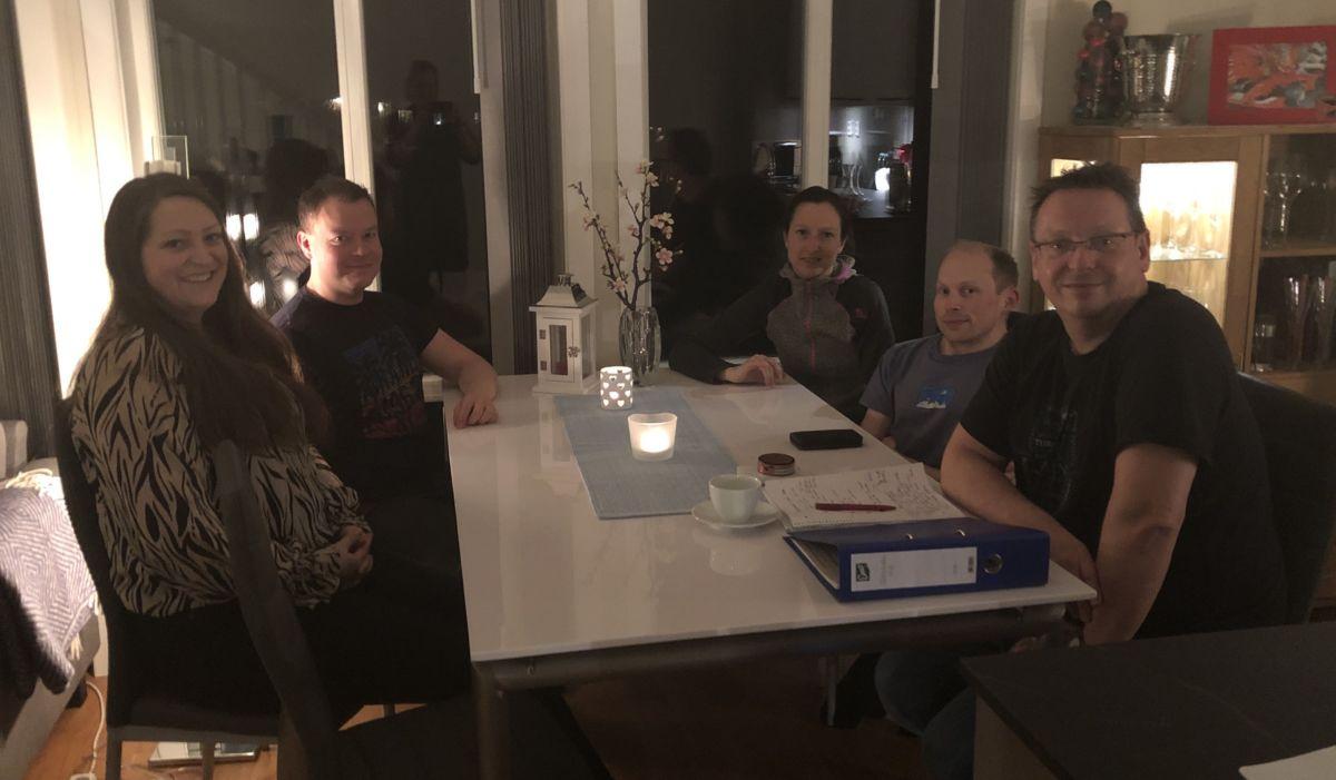 Styret i Todalen.no samla. Fre venstre Karin Åsbø, Sondre Halset, Mari Brusethaug Redalen, Jo Gjeldnes og Stig Husby.