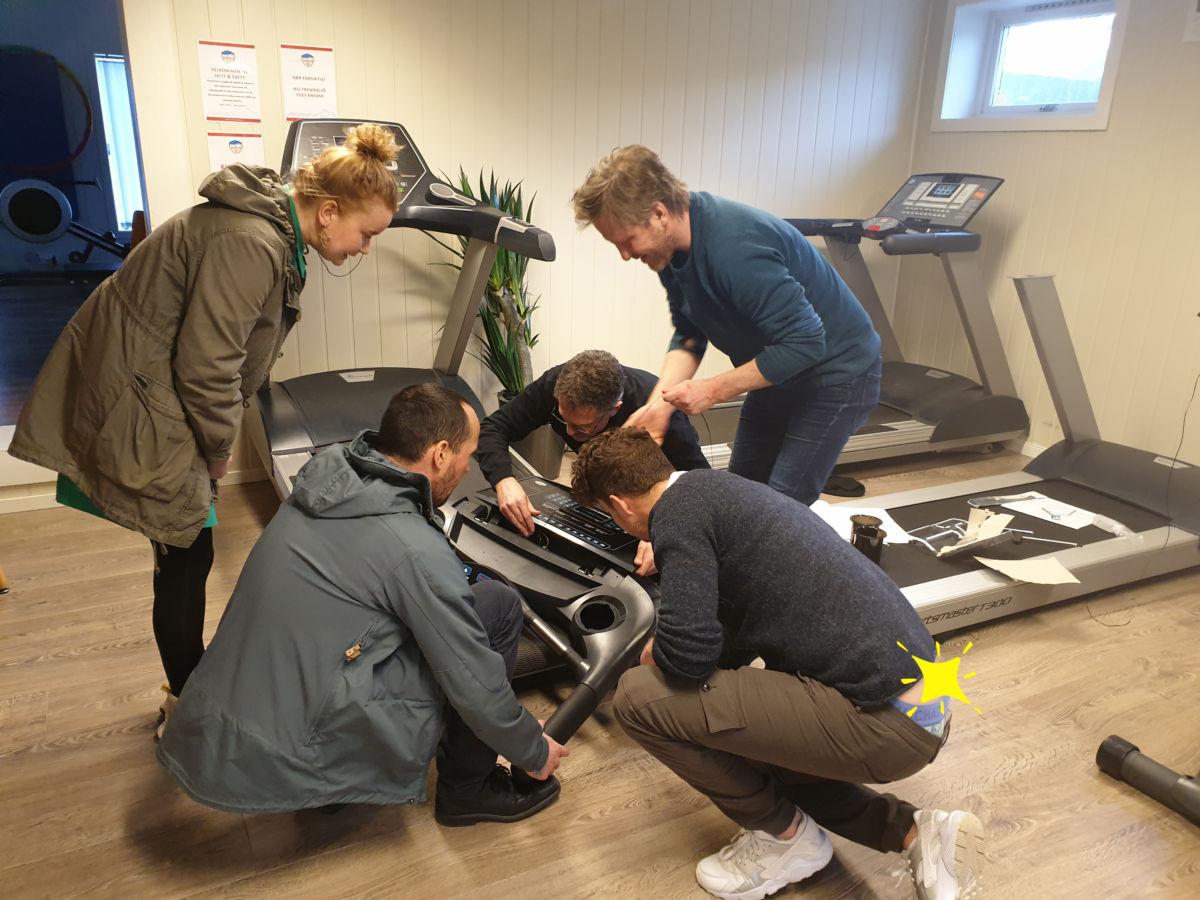 Eit ekspertteam i fullt arbeid.  Foto: Anders Gjeldnes