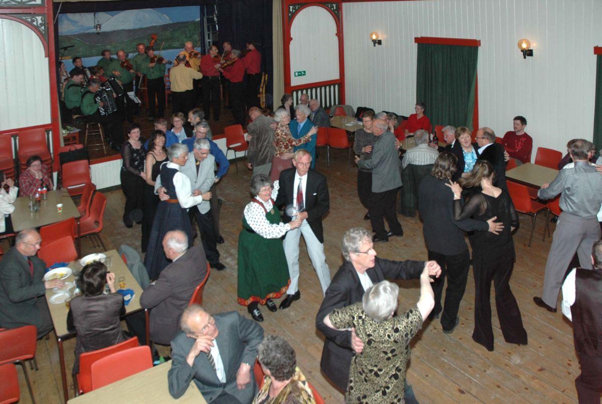 Oppdalskveld - Oppdals Spellmannslag sørger for dansemusikken etter at konserten er ferdig.  Arkivfoto: Jon Olav Ørsal