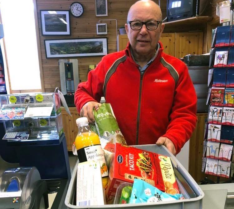 Terje Nordvik er klar for utkøyring av varer til dei som treng det.  Foto: Jorid H. Ansnes