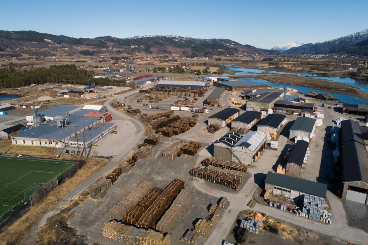 Oversikt over industriområdet  der talgø Møretre held til.  Dronefoto: Kristian Mossing