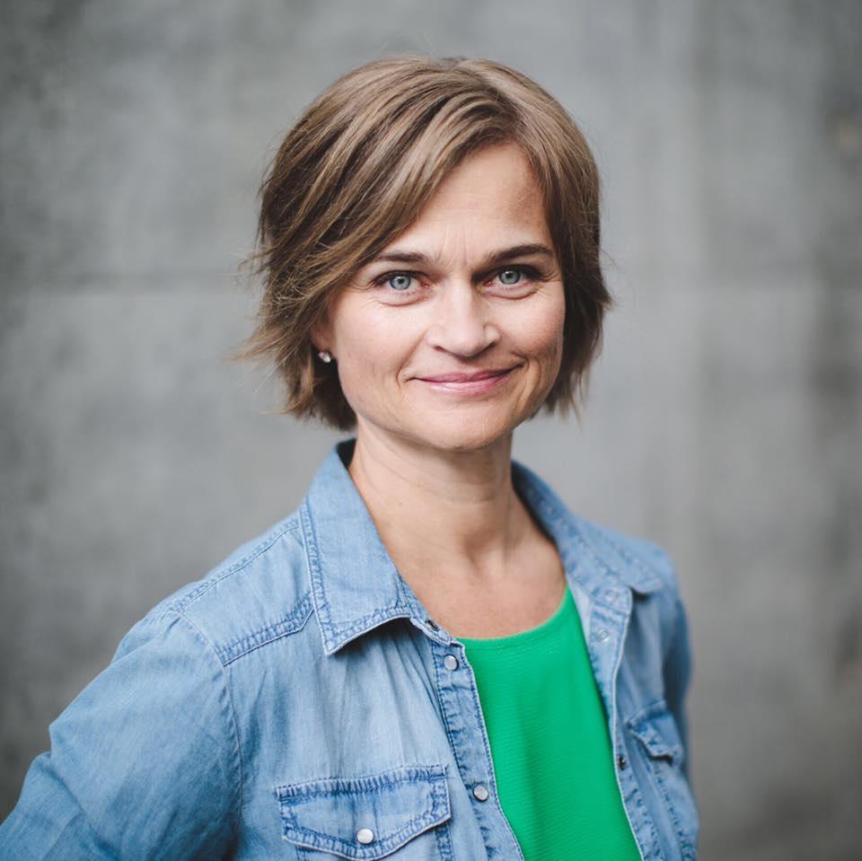 Margrethe Svinvik helsar til innbyggjarane i Surnadal kommune.