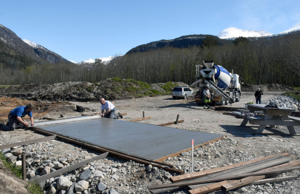I dag vart det støypt plate til både gapahuken og fiskerampen.  Foto: Jon Olav Ørsal