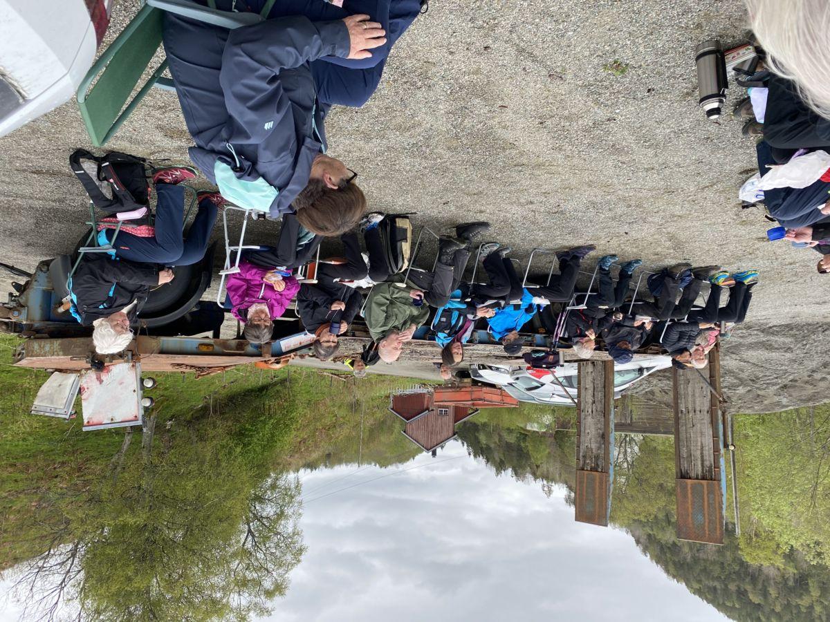Bra deltaking på turen til Åsskard og fottur langs fjorden.  Foto: Wenche Kvendset