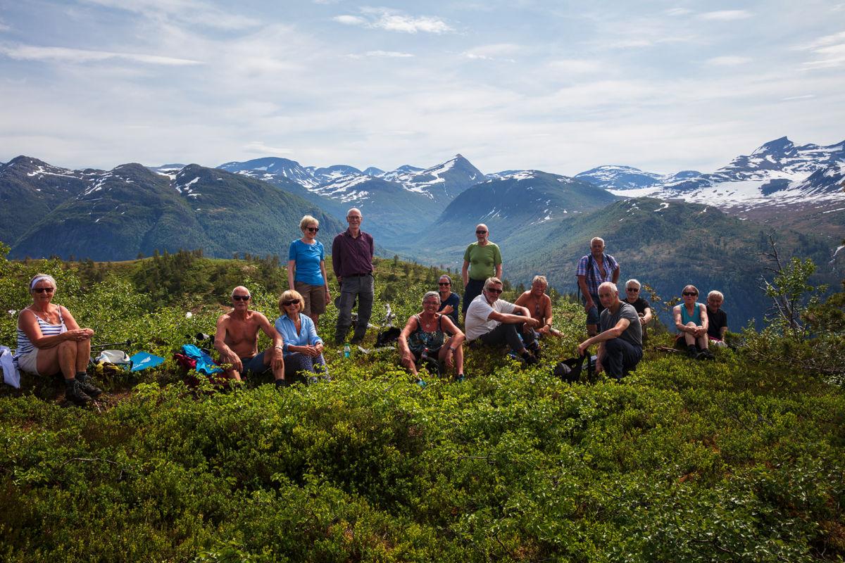 Fjellgruppa poserer på Skjennå. Foto: Anne Vognild Einum