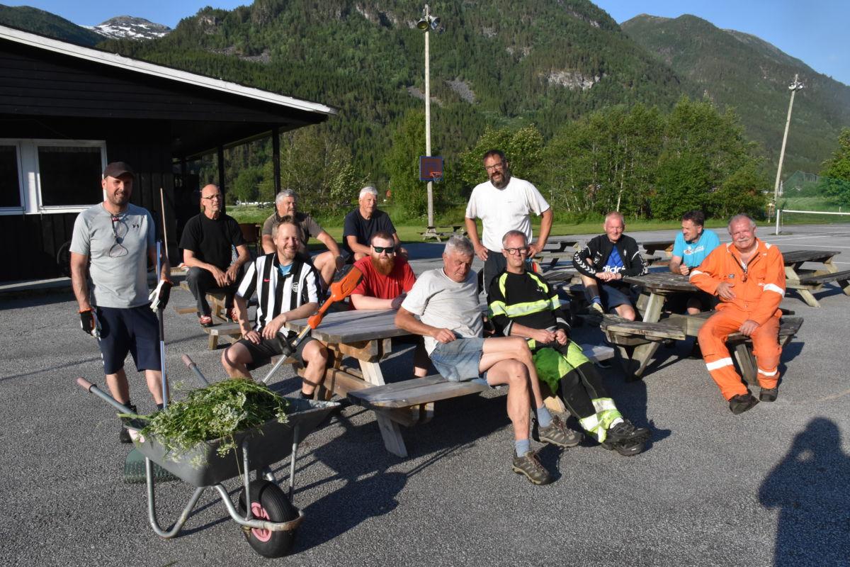 Heile gjengen samla til fotosession - som også vart ein velfortjent pause.  Foto: Jon Olav Ørsal