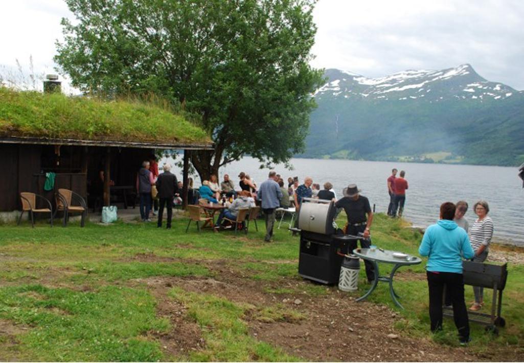 Bra deltagelse på St Hans -feiringen på Nordvik.  Foto: Sverre Kjølstad