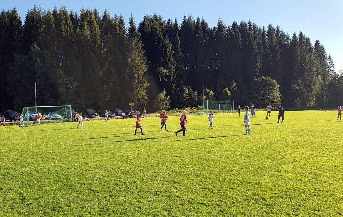 Kampen mellom Søya/Todalen og Tingvoll er i gang. Foto: BGA