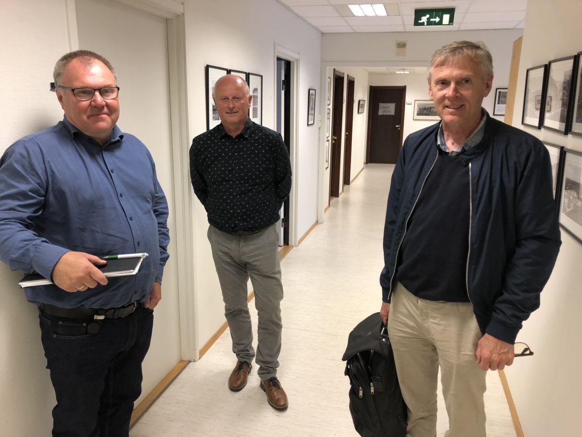 Tek smittevernsituasjonen på alvor - frå venstre Hugo Pedersen, Knut Haugen og  Bjørn Buan.