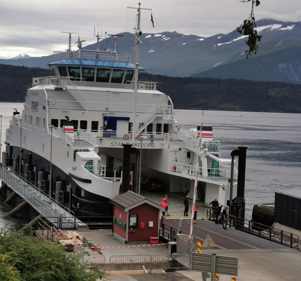 Stangvikfjord på plass ved ferjekaia på Kvanne - klar til å ta fatt på jobben!  Foto: Brit Hansen
