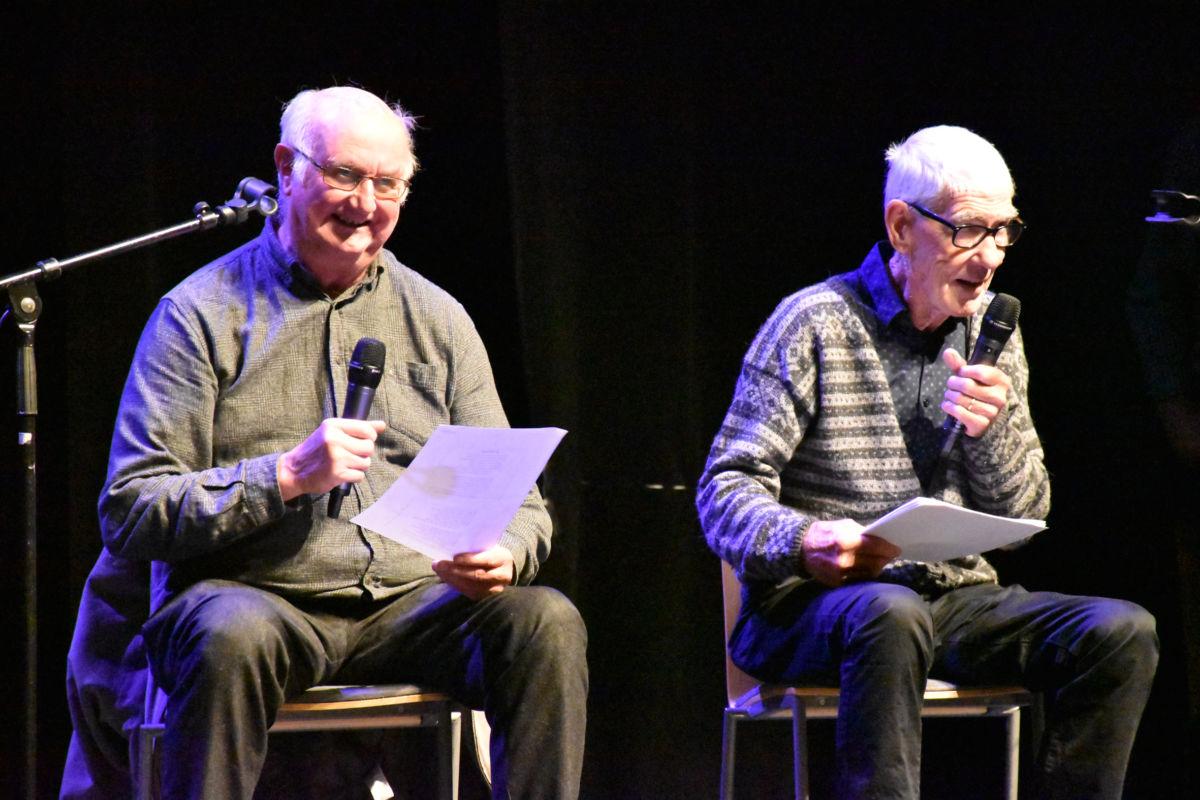 Kjente fjes både på revyscena og som revyskribentar - Holger Skei og Styrkår Brørs.  Foto: Jon Olav Ørsal