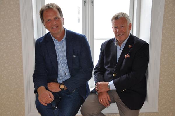 Allan Troelsen og Odd Einar Folland. Foto: Surnadal Sparebank