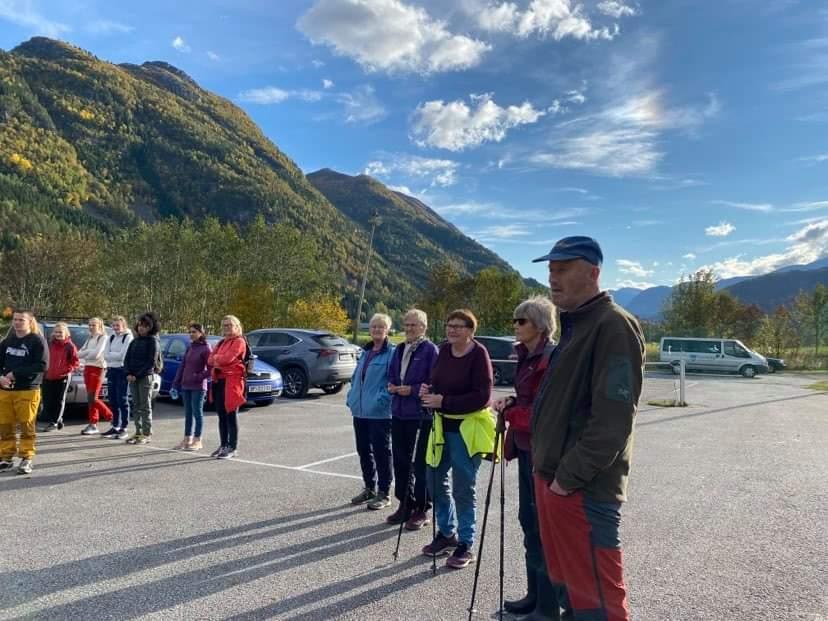 Mange hadde møtt opp for å delta på dagens stavgang. Foto: Wenche Ø. Kvendset