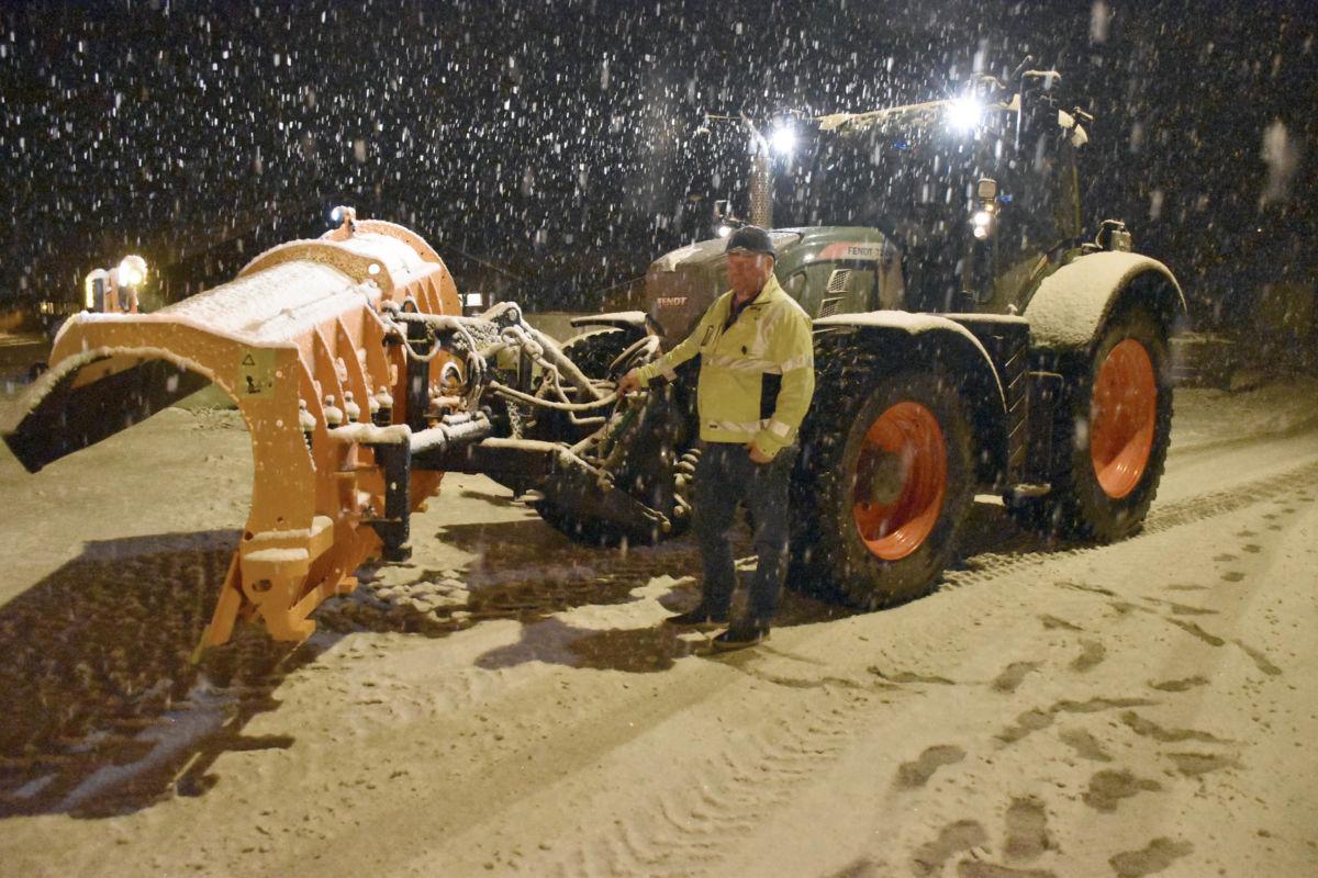 Da vi snakka med Ståle Ansnes var han klar for å ta premiereturen utover i retning Todalskrysset, men  mesteparten av snøen har nok kome i Todalen, trudde han.  Foto: Jon Olav Ørsal