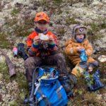 Tobias  og  Ulrik  har  pause  i  jakta
