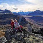Søstrene  Jorunn  og  Trine  på  Snøfjellet