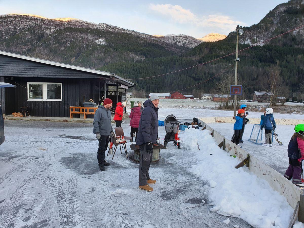 Stor aktivitet på Bordholmen. Foto: B G Ansnes