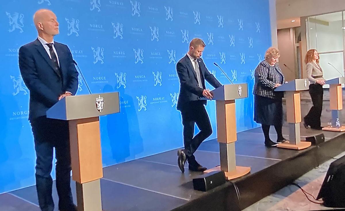 Frå regjeringas pressekonferanse i dag - bilde frå NRKs overføring frå pressekonferansen.