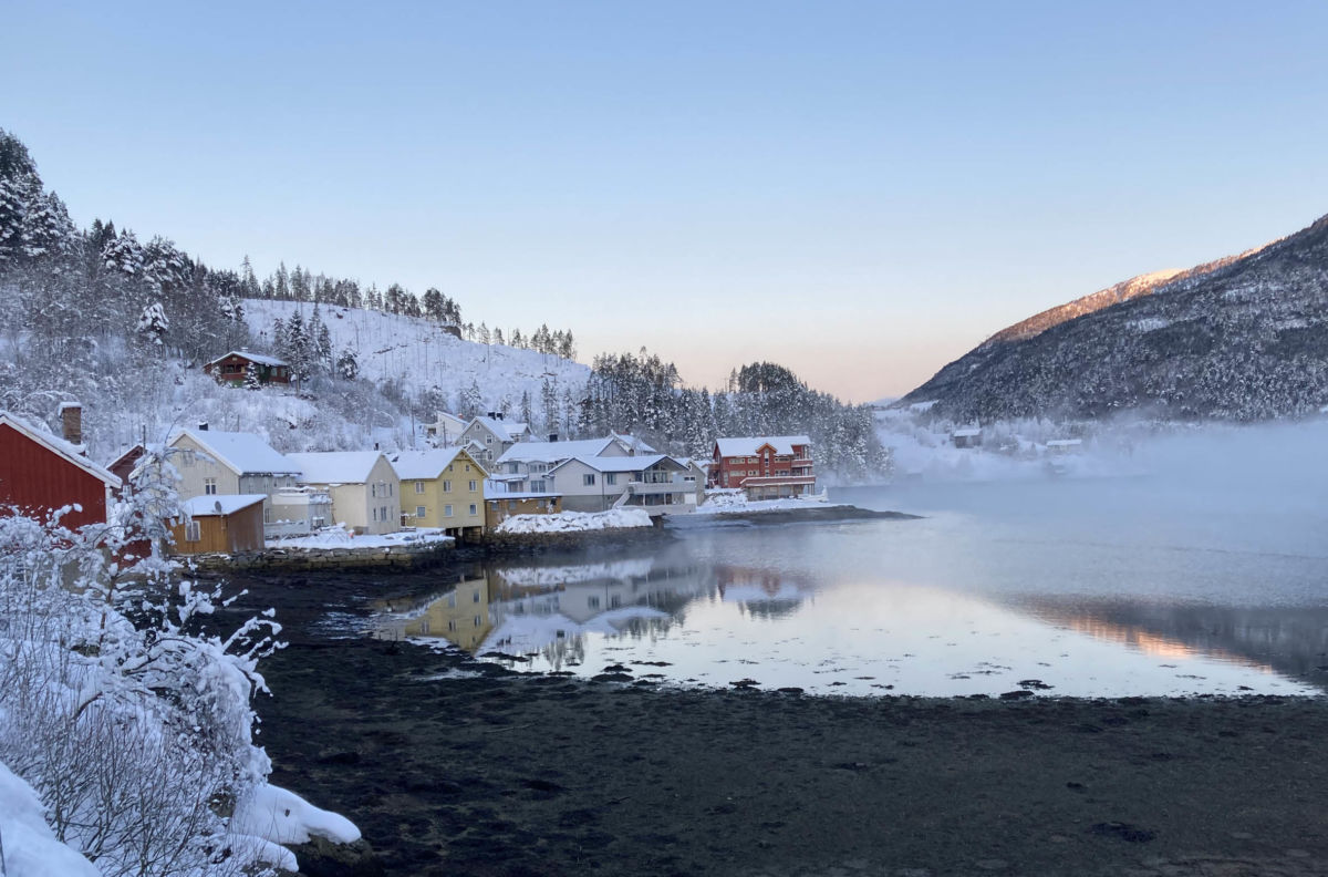 Frostrøyk på Todalsøra - rått og kaldt   Foto: Jon Olav Ørsal