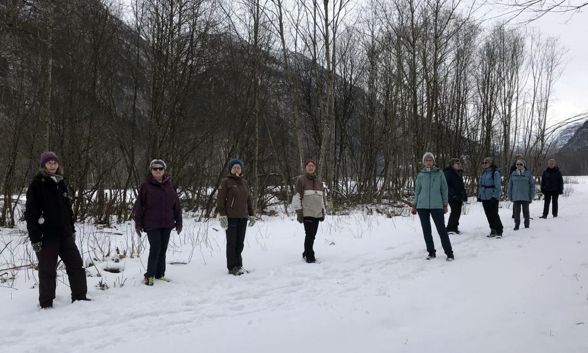 Kløvertur i Toåa tursti. Frå venstre: Ester Karin, Helga, Synnøve G, Synnøve T, Jorunn Ø, Jorunn Ha, Jean, Dordi, Eli og Synnøve T. Foto: Dordi J