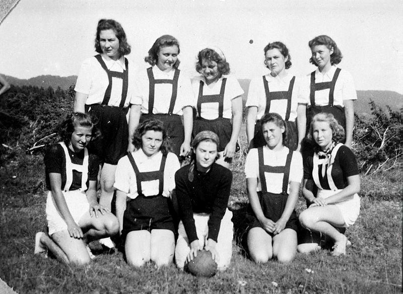 Todalen handball-lag frå midten av 1940-talet. Frå arkivet til Todalen historielag.