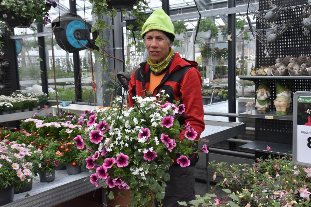 Hubertine er gartner på Hageland - no er ho og resten av gjengen på Hageland klare for ei skikkeleg våronn i butikken.  Foto: Jon Olav Ørsal