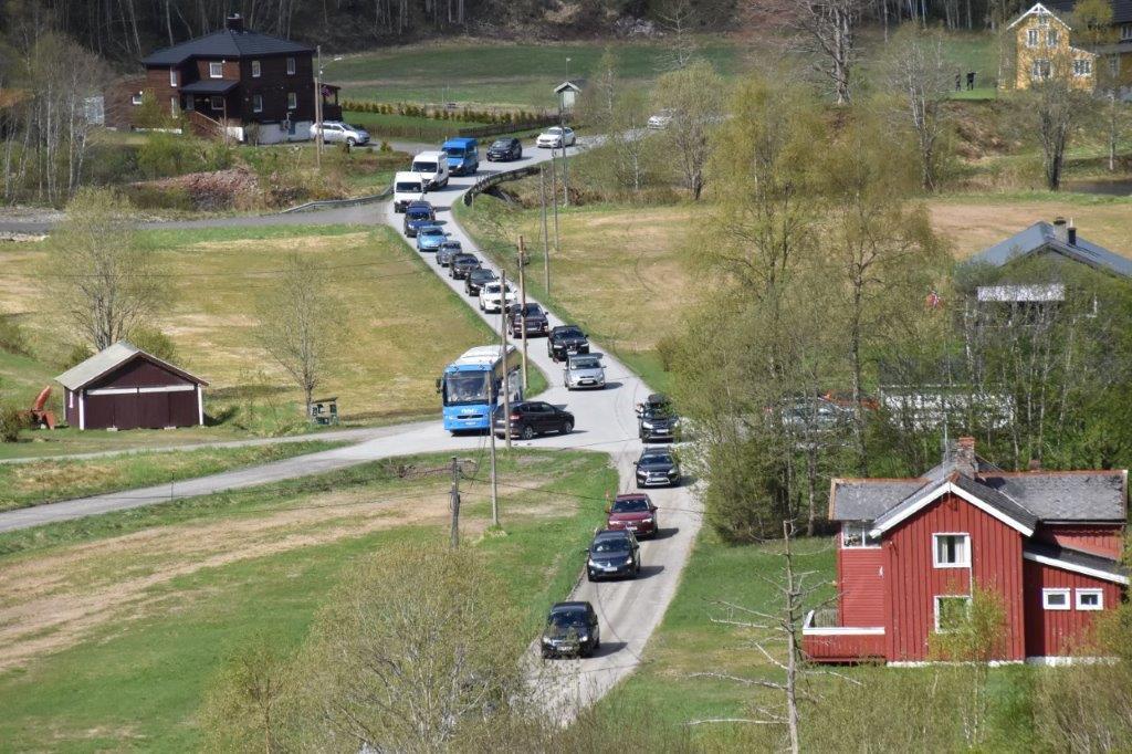 Biltogen passerer Brusetmarka - det var 88 bilar som passerte TYrudvangkrysset. Det er skikkeleg rekordtal samanlikna med tidlegare år.  Foto: Jon Olav Ørsal