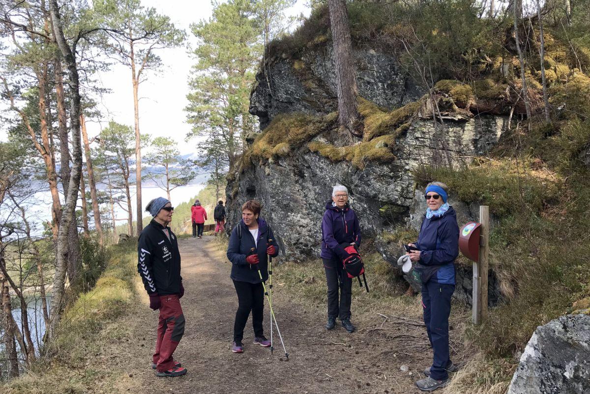 Ved Stikk UT!-posten i Gammelvegen. Foto: Dordi J H