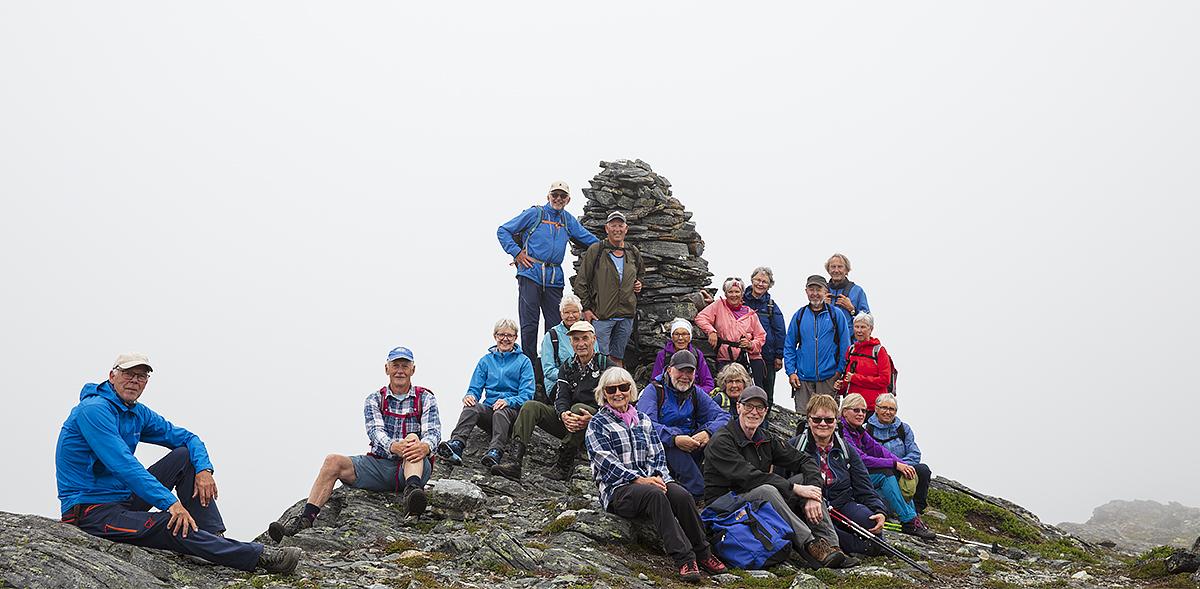 Alle 20 på Møkkelfjelltoppen. Foto: Anne V. Einum